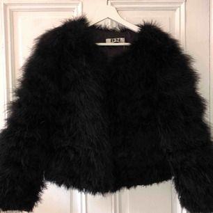 Säljer en cool jacka från DM retro. Den är använd men i fint skick. Storlek S/M. 450kr eller bud!