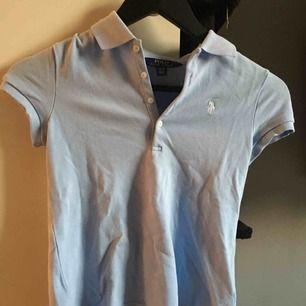 Jättefin ljusblå Ralph Lauren tröja, inge skador eller liknande☺️frakt ingår