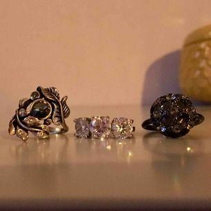Vackra ringar , ej äkta silver. Hör av er ifall ni undrar mått:) 50kr/st. Frakt 9kr