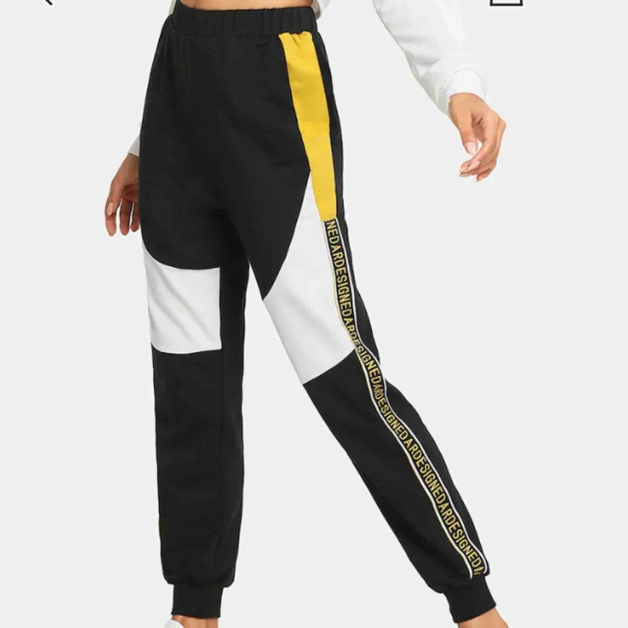 Mjuka byxor, endast testade då de är för stora! Skriv för fler bilder! . Jeans & Byxor.