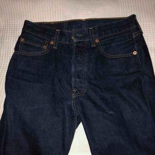 Ett par vintage jätte fina Levis Jeans som är en färgade och tjockt och bra material.