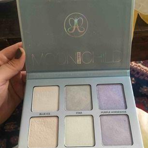 Anastacia Beverly Hills Moonchild glow kit. Använd två gånger. Nypris 500 kr.