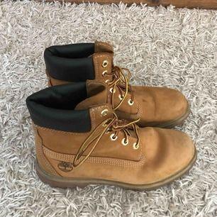 Timberland Boots i bra skick & använde några gånger.  Köpte fel storlek därför säljer dem eller gärna byta till 38 storlek.