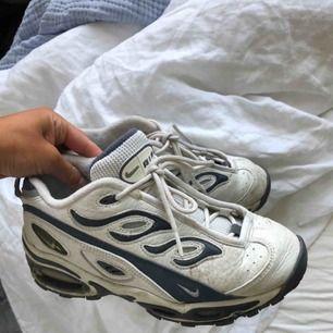 Vintage Nike air max, använda men inga större slitningar. Säljer pga kommer inte till användning