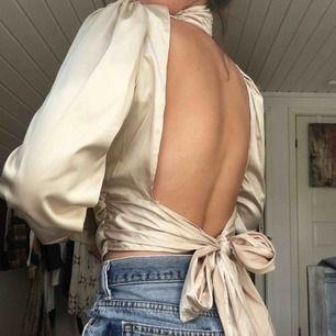 Jättefin oanvänd silkestopp. Öppen i ryggen och helt stängd i framsidan. Endast prövad och tyvärr aldrig fått tillfälle att använda. Köpt på Amazon för 500kr! Frakt tillkommer