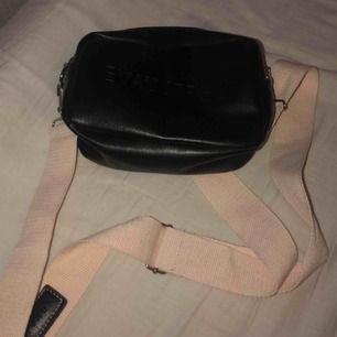 Väska från shein, aldrig använd.