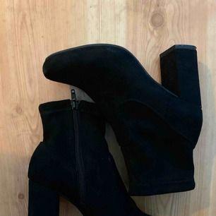Fina boots/ stövletter från River Island storlek 36, använda fåtalgånger då jag inte ofta använder höga skor.