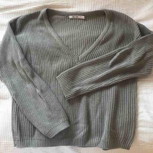 Grå stickad tröja från NA-KD, använd fåtal gånger och som ny!