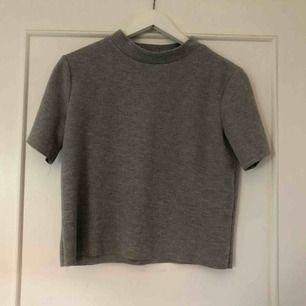 Grå lite tjockare tröja från Zara, liten i storleken, frakt 50kr