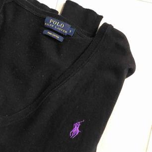 Jättefin stickad Ralph Lauren tröja, använd ett fåtal gånger så den har ett väldigt fint skick💖passar XS-M