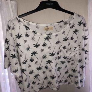 Hollister t-shirt, storlek M, märke Hollister, äkta, väldigt bra skick, mjuk material
