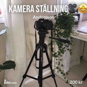 Säljer min kamera ställning för 199kr, fick den som födelsedagspresent.🥳  Mycket bra skick, märke Andersson.  Max Höjd: 151 cm Minsta höjd: 58,5 cm Max vikt: 3kg 360 grader rörelse  Priset kan diskuteras🥰