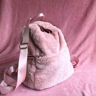 Säljer min sötaste väska då den inte blir använd tillräckligt.  Frakt tillkommer 💕