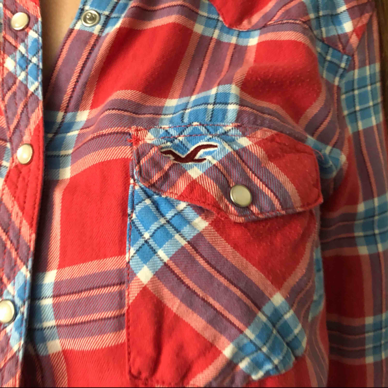 Säljer min fina skjorta som jag har använt några gånger, väldigt bra skick!!!  Köparen står för frakt, kan mötas upp i Göteborg. Betalningen sker via swish.    . Skjortor.