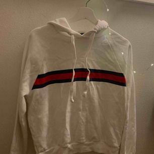 Säljer denna mysiga hoodie från Gina som tyvärr inte används längre