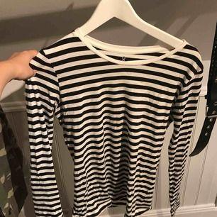 Fin randig tröja från Åhléns💖 knappt använd