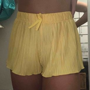 Säljer dessa super gulliga shorts från Zara! Frakt tillkommer ✨💕
