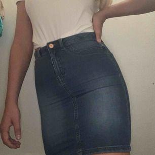 Super fin kjol från Vero Moda! Frakt tillkommer✨💕