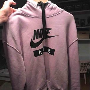 Super snygg Nike air hoodie👩🏽🎤oanvänd!!