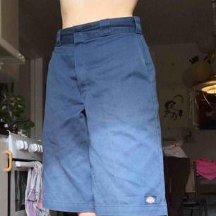 Skitsnygga dickies shorts. Köparen betalar för frakten💕