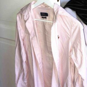 Jättefin Ralph Lauren skjorta, använd bara några gånger. Som ny!
