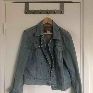Jeansjacka köpt på humana
