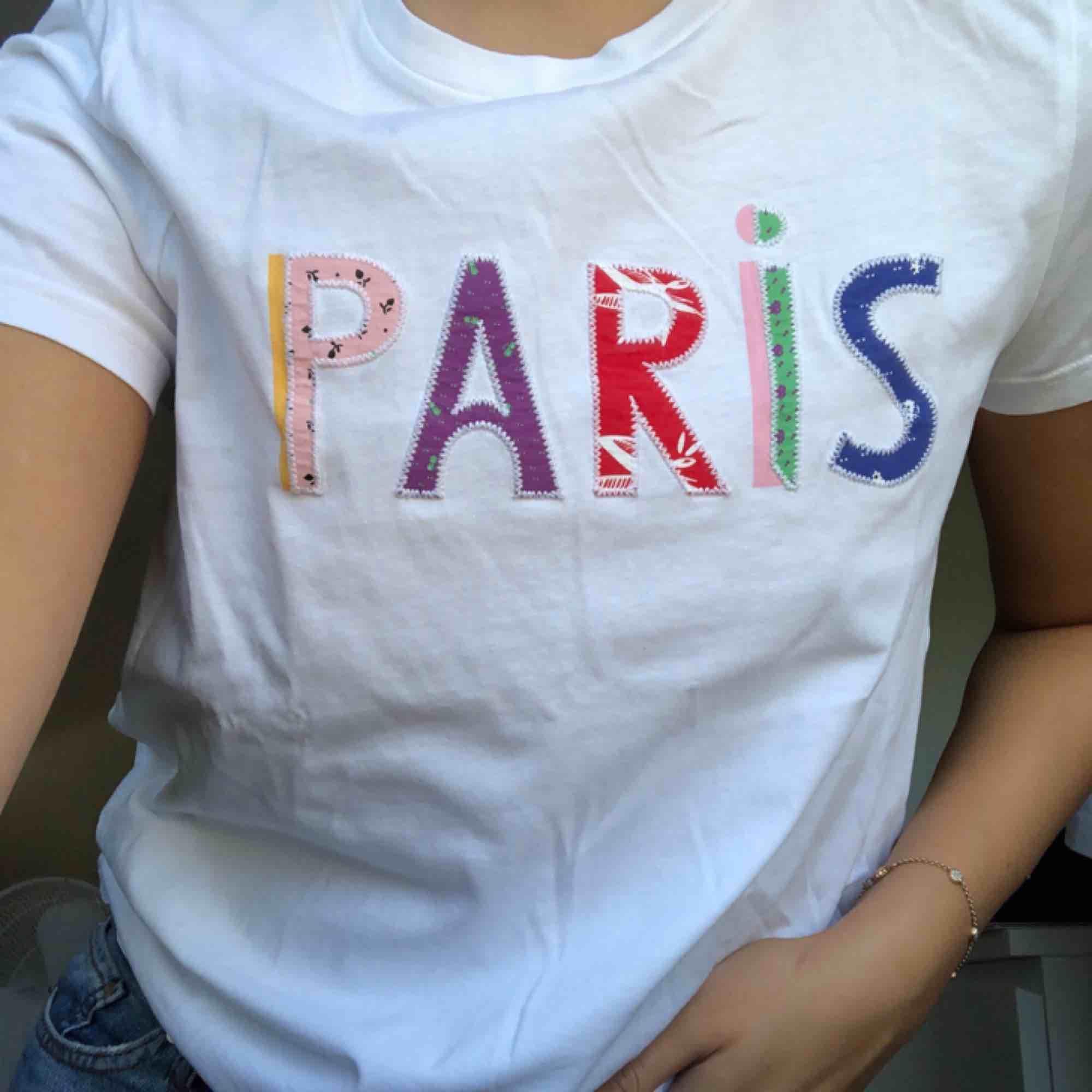 Köpt på and other stories förra sommaren. Nice fit och är väldigt bra kvalité💥. T-shirts.