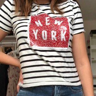 FRAKT ÄR INRÄKNAT I PRISET meeega skön tshirt från Zara som jag inte längre använder. Det går att ändra motiv om man skulle vilja det 🥰🥰