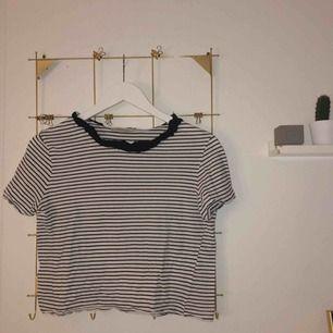 randig tshirt från Zara, skulle mer säga att det är en XS. Frakten ingår!