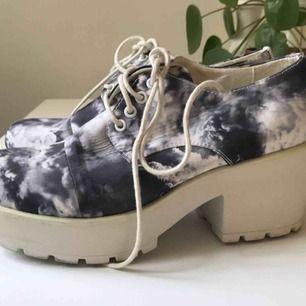 Väldigt Sandra Beijer-iga skor med rejäl sula och molnmönster. Limited edition Vagabond.