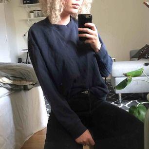 Mörkblå tröja från weekday. Ser sådär skönt urtvättad ut