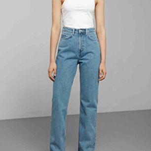 Jeans från weekday. Modell: Row sky blue. Säljer pga fel storlek