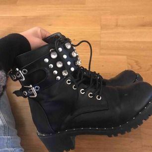 Ascoola boots som är populära nu i höst! I super skick:) knappt använda