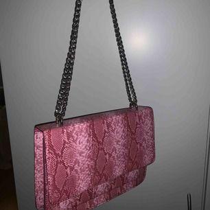 Väska från nelly, aldrig använd Fraktkostnad tillkommer