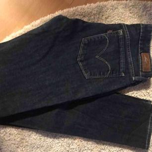 Skinny Lewis jeans, jättefina! köparen står för frakt!