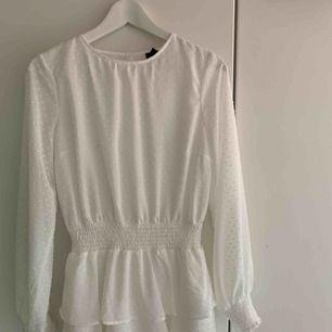 Jättefin klänning från ginatricot, köpt för 499 kr  Aldrig använd Fraktkostnad tillkommer