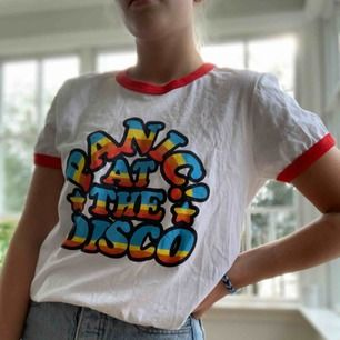 T-shirt från panic at the disco tour merch. Frakt 36kr