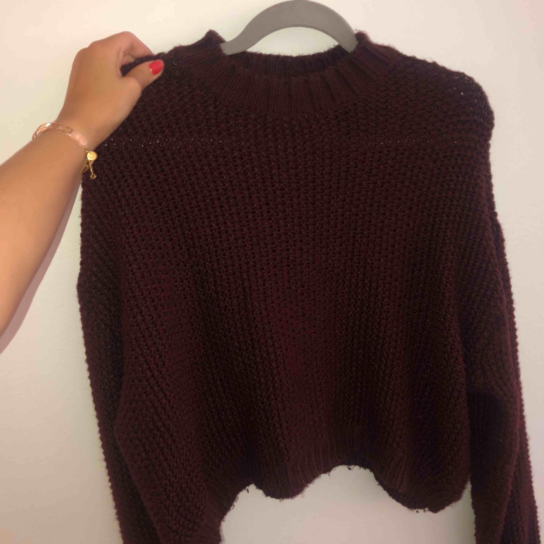 Jättemysig tröja nu till hösten ifrån Pull&Bear, knappt använd! Frakt tillkommer 💜. Tröjor & Koftor.