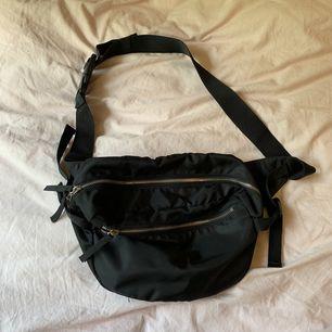 Fanny pack (?) från Monki, använd ett fåtal gånger! 100kr inklusive frakt ❤️