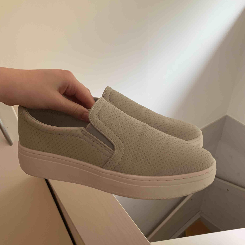 Fina skor från Duffy. Knappt använda Fraktkostnad tillkommer✨✨. Skor.