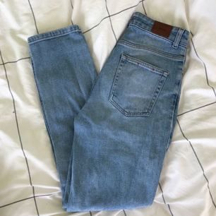 Ljusa jeans från Urban Outfitters 🌻 säljes pga kommer inte till användning längre 😊