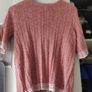 Ny fräsch tröja från Dobber. Använd två gånger. Gammelrosa/ svag laxfärg