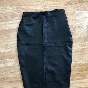 Läder imitation kjol från River island.