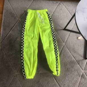 jag säljer dessa AS coola byxor. Dom är aldrig använda. Nypris 145kr men jag säljer dom för 90kr. Köparen står för frakt 💖
