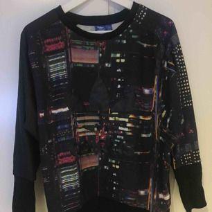 Adidas tröja Bra skick Köparen står för frakt eller hämtas i centrala Örebro, betalas via swish eller kontant