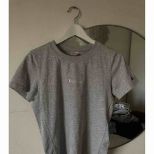 Champion T-shirt- ljusgrå.
