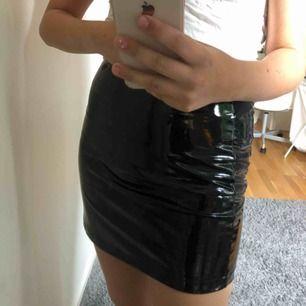 lack kjol från forever 21, aldrig använd