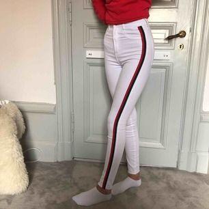 high waist (högmidjade) jeans från Zara, går att matcha till mycket! aldrig använt så i bra skick! pris kan diskuteras!!!