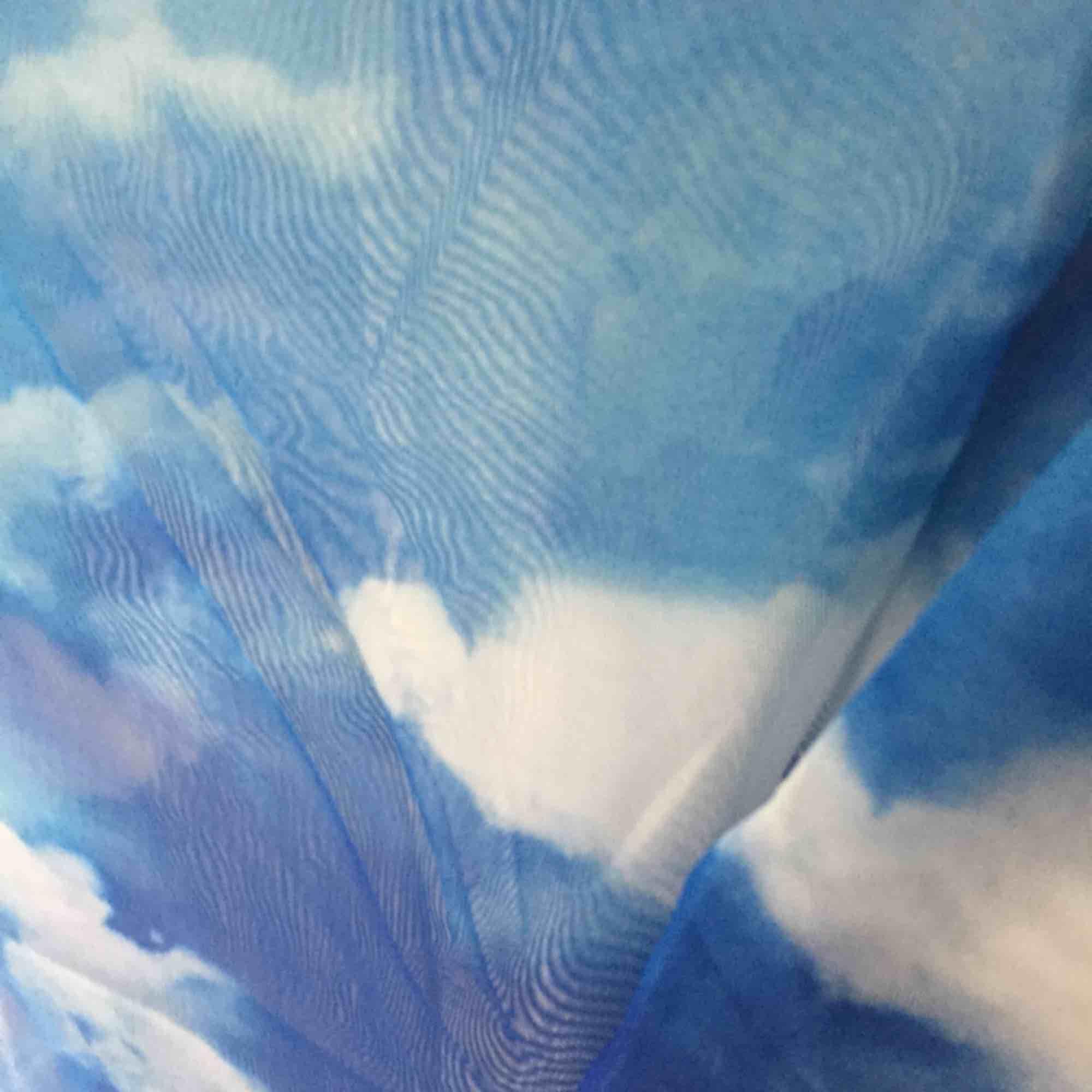 Färg stämmer bättre på bild 1 & 3! moln mesh topp. Väldigt trendig. Aldrig använd, helt ny. Storlek s.. Toppar.