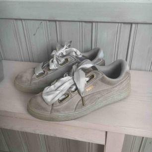Puma suede heart satin skor gråa storlek 38 köpta på zalando